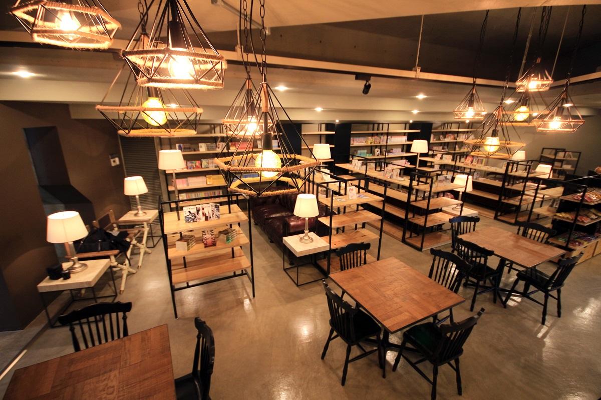 大阪芸術大学 アートブックカフェ
